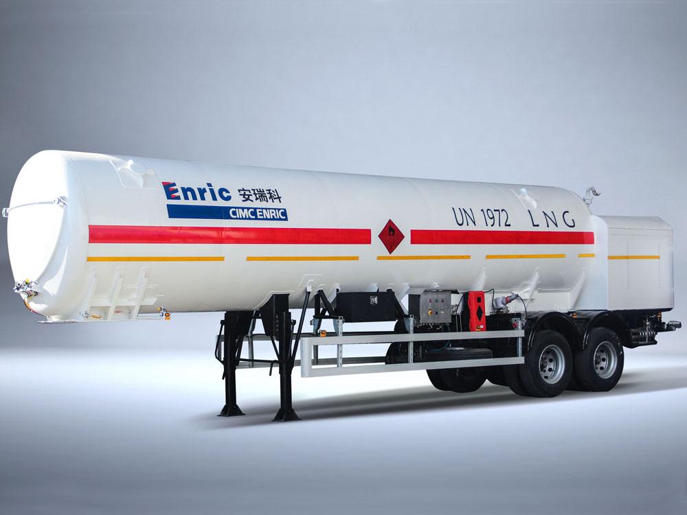 LNG refueling semi-trailer