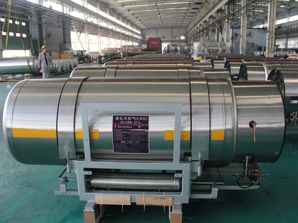 LNG Vehicle fuel tank